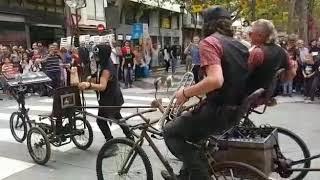 Actuación LaDinamo funky bike banda en Gandía