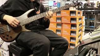 Funk Thursday -  Funky Bass 03 - Jamming at Guitar Center